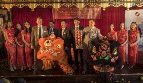 Feestelijke oprichting CKN met voorzitter Di Yung Li en 2 Chinese leeuwen